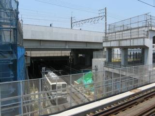 東武野田線と交差する桁は未だ架設されていない