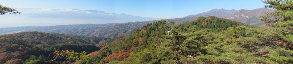 山頂駅から一番離れた岩場から南アルプス方向を見る。(4枚パノラマ合成)
