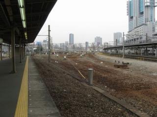 線路が撤去された旧10番線。