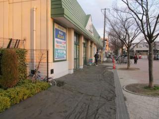 店舗前で発生した激しい噴砂(美浜区幸町)
