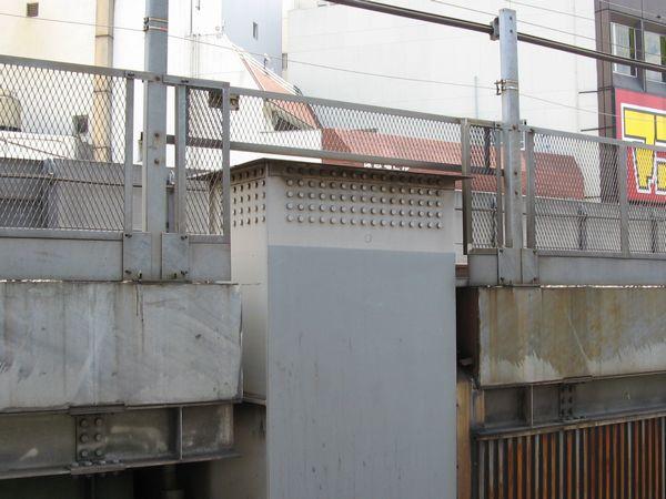 縦貫線着工前の神田駅付近の新幹線高架橋。継ぎ足し可能な構造だった。