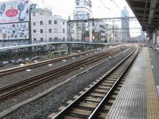 御徒町駅付近にあった留置線。3本なる線路のうち2本を縦貫線に転用する。