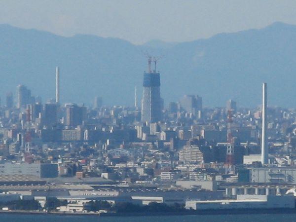 2009年11月3日にアパホテル&リゾート東京ベイ幕張から撮影した建設中の東京スカイツリー(この時点の高さは189m)