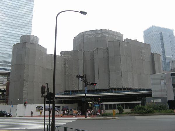 復原工事中の北口ドーム