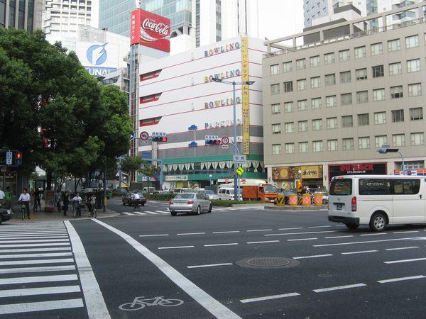 桜橋交差点から新福島駅方向を見る。