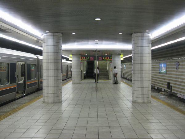 海老江駅地下4階ホーム