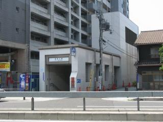 海老江駅2号出入口と換気塔