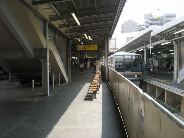 京橋駅学研都市線・JR東西線ホーム(1・2番のりば)
