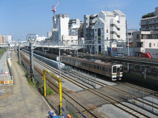西口の歩道橋から見た辻堂駅
