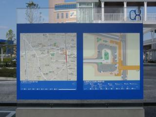 デッキの階段下に設置されている「湘南C-X」の地図