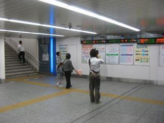 同じ場所の2010年5月16日の状況。LEDの発車表が一部移設されているのがわかる。