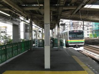 使用しなくなった東京寄り30mのホームは封鎖された
