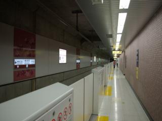 副都心線東新宿駅のホームドア