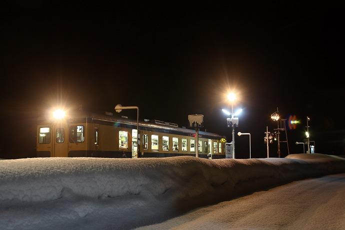 05 雪あかりの平岩駅