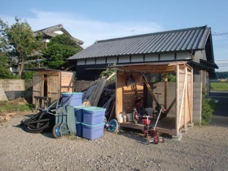 自転車小屋と物置小屋