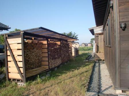 薪置き小屋全景