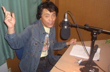 エフエム和歌山でDJをするTHE BEAT岡村康司