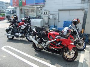 茨木の某青いコンビニで集合
