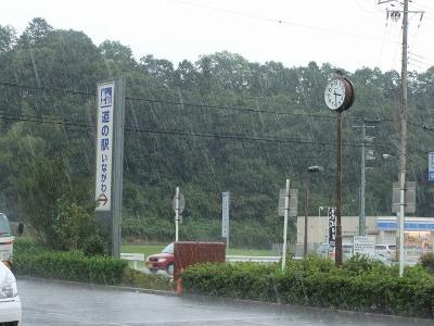 道の駅「いながわ」で雨宿りw
