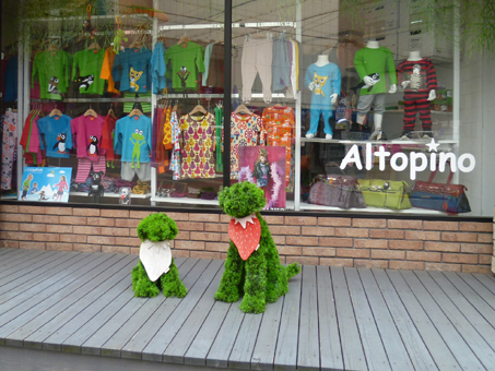 わんこじゃなく子供服のお店。