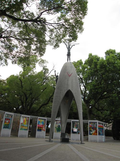 原爆の子の像-2