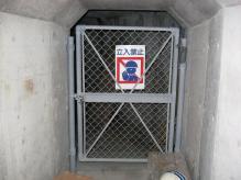 軍艦島_04_住居エリアへの地下道入口