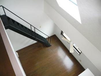エスタブリッシュメント姪浜3F階段塗装後002