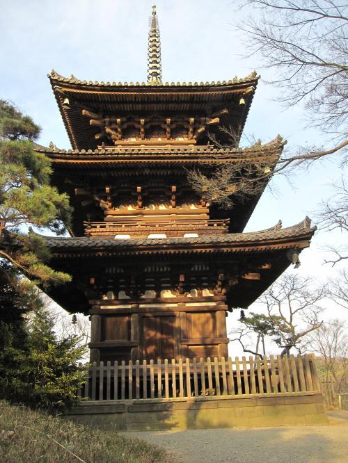 夕日の三重塔
