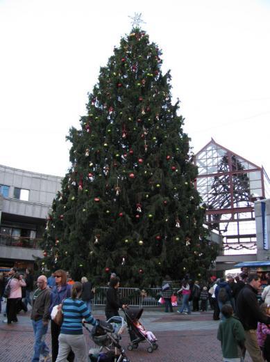 Faneuil_hall_Christmasstree01.jpg
