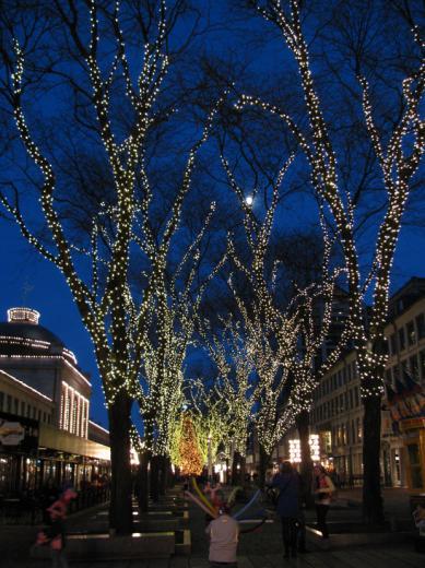 Faneuil_hall_Christmasstree04.jpg