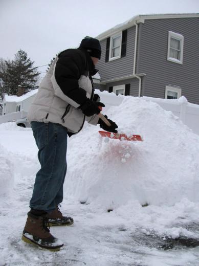 Jan02_snow_shoveling01.jpg