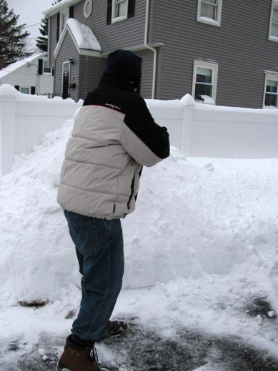 Jan02_snow_shoveling02.jpg