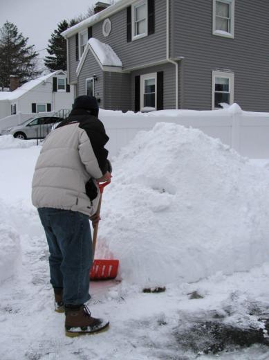Jan02_snow_shoveling03.jpg