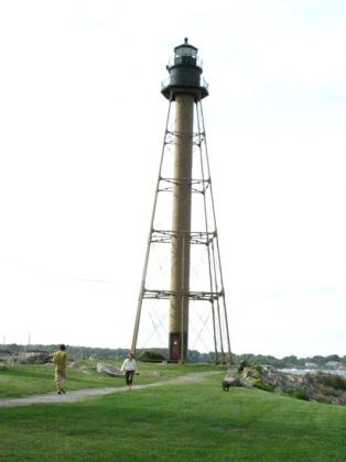 marblehead_neck_lightH01.jpg