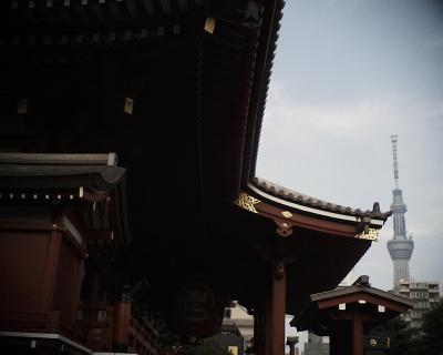 浅草寺本堂とスカイツリー:R2