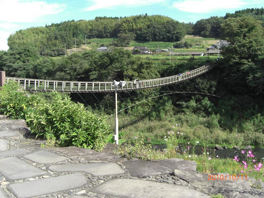 ブログ原尻の滝つり橋