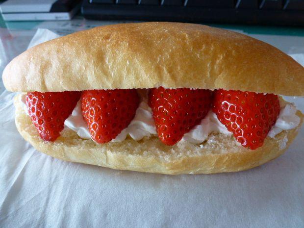 やよいひめイチゴホイップパン