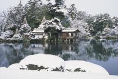 霞ヶ池と内橋亭兼六園