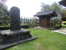 4-4石碑と大手門