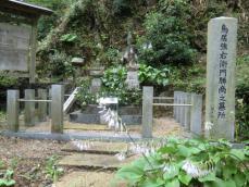 鳥居強右衛門の墓甘泉寺