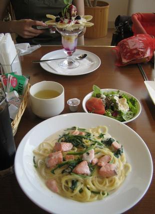 食べ物もしっかり撮影するのはブロガーの鉄則である。