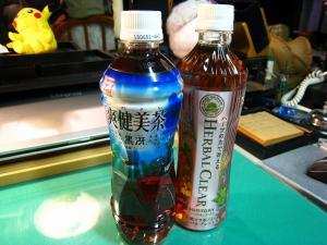 サントリー「ハーバル・クリア」&コカコーラ「爽健美茶・黒冴=烏龍ブレンド」、
