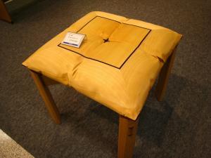 「「三十数万円の椅子」、天満屋福山店・北海道物産展、