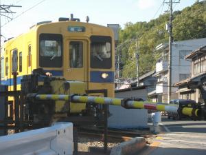 「踏切を通過する電車」・福塩線、1、