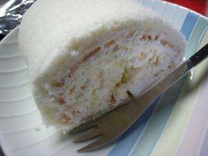 不二家「ペコちゃんミルキーロールケーキ」、4