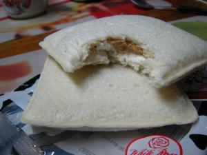 ヤマザキ製パン「ランチパック、白バラ牛乳クリーム&白バラコーヒークリーム」、2
