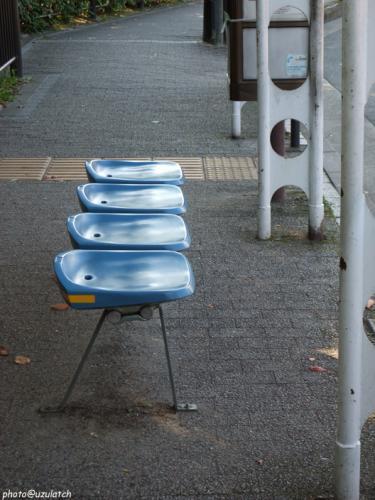 バス停のベンチ
