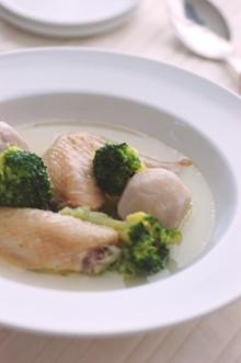 ブロッコリーと里芋の手羽先スープ