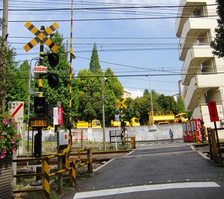odakyu line sangubashi sta near fumikiri 04 20100509_R