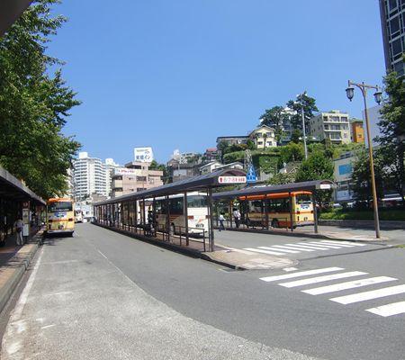 jr atami sta mae Bus stop 20100824 01_R